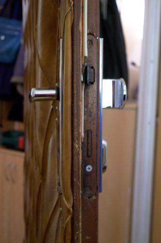 dveře zámek a klika
